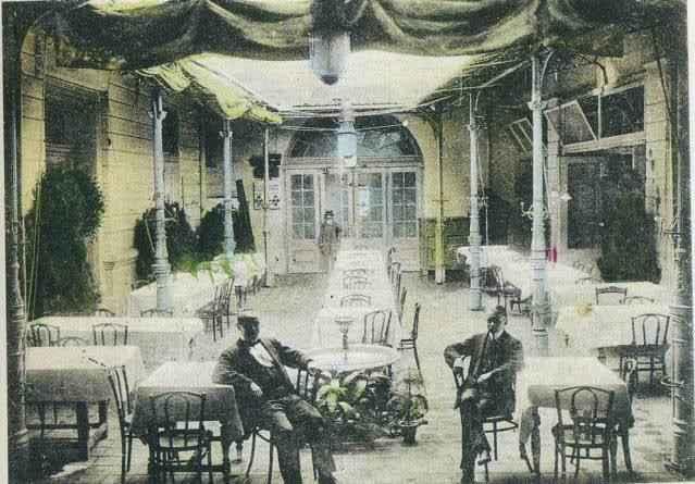 Az egykori szabadkai Arany Bárány Szálló kávéház a XIX. század végén (Fotó: Skyscrapercity.com)